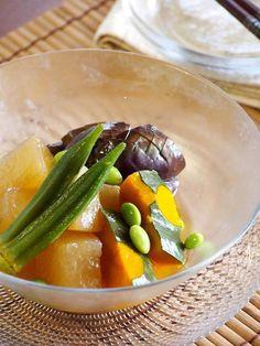 ひんやり夏野菜の炊き合わせ by ひえだちひろ(檜枝ちひろ) / 煮物×冷やし 夏野菜をたっぷり食べられるレシピです。 / Nadia