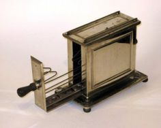 toaster, made by Landers, Frary & Clark. Photo via the Cyber Toaster Museum . We ran across this photo of a toaster t. Vintage Kitchen Appliances, Small Appliances, Kitchen Items, Home Appliances, Vintage Toaster, Retro Toaster, Toast Rack, Kitchen Collection, Or Antique