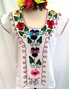Blouses for women – Lady Dress Designs Mexican Embroidery, Simple Embroidery, Shirt Embroidery, Embroidery Fashion, Mexican Blouse, Mexican Outfit, Mexican Dresses, Stylish Dress Book, Stylish Dresses