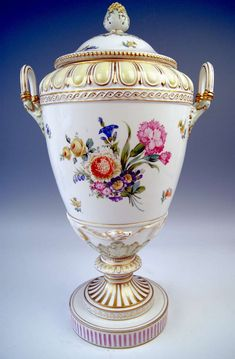 KPM BERLIN HUGE LIDDED URN PRESENTATION VASE TYPE WEIMAR PAINTED c.1900