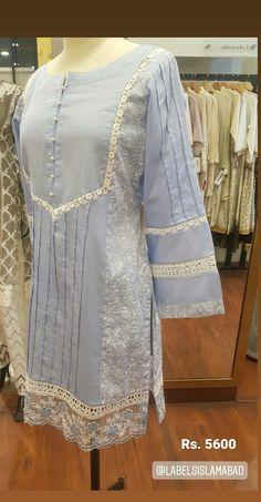 Simple Pakistani Dresses, Pakistani Fashion Casual, Pakistani Dress Design, Pakistani Outfits, Stylish Dress Book, Stylish Dresses For Girls, Casual Dresses, Formal Dresses, Fancy Dress Design