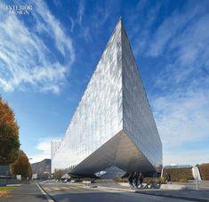 Dramatic Cantilever Sets the Tone for SOM-Designed JT International Headquarters