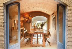 Dining area in an old house with vaulted ceilings arched French doors Rustic Italian Decor, Italian Home Decor, Rustic Home Design, Patio Interior, Inviting Home, Tuscan House, European House, Rustic Kitchen, Cozy House