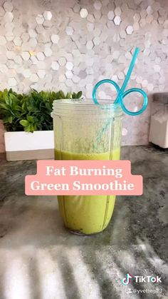 recipe for fat burning smoothie So easy and delicious smoothie healthy heathyrecipes smoothierecipes detox cleanse fimom diy # Healthy Juice Recipes, Fruit Smoothie Recipes, Easy Smoothies, Healthy Detox, Healthy Juices, Healthy Drinks, Green Smoothies, Vegetable Smoothie Recipes, Easy Detox Cleanse
