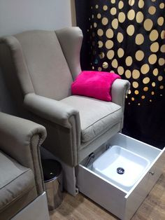Mani pedi station with a built in sink for ease of storage. Great if you want to try and keep things tidy and hidden.