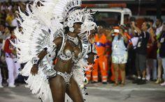 A sambista Cristiane Alves, ex-rainha do carnaval do Rio de Janeiro, desfilou como destaque do Salgueiro