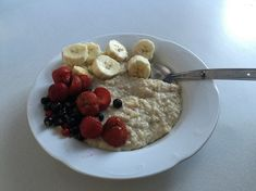 Banana Porridge using Coconut Flour - Coconut Country Living Gluten Free Porridge, Coconut Flour Recipes, Healthy Eating Recipes, Eat Breakfast, Low Carb Keto, Weight Gain, Food Hacks, Oatmeal, Banana