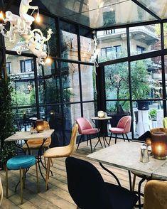 "mb68 su Instagram: ""#mauri #maurilugano #coffeetime #coffee #goodmorning #lugano #ticino #svizzera #caffè #suisse #switzerland #tessin #caffebar #myswitzerland…"" Lugano, Coffee Time, Switzerland, Windows, Bar, Instagram, Window, Coffee Break, Ramen"