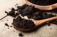 Everyone knows about the health benefits of coffee, but what do you do with those used coffee grounds? Don't just toss them, save them! Here are 7 Ways to Use Coffee Grounds in Your Beauty Routine! Coffee Soap, Coffee Scrub, Greek Vinaigrette, Uses For Coffee Grounds, Homemade Pancakes, Coconut Oil Uses, Food Waste, Kefir, Coffee Beans