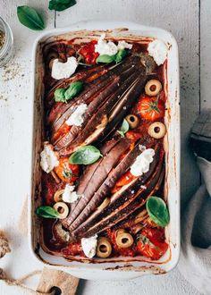One pot: Snelle aubergine waaiers met tomatensaus en romige ricotta
