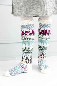 kuva Wool Socks, Knitting Socks, Yarn Needle, Leg Warmers, Mittens, Wwe, Knitting Patterns, Knit Crochet, Slippers