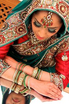 I love all those colours and this special traditional style ind Indian fashion