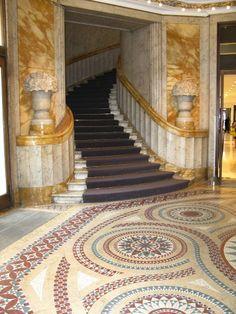 Entrance to Au Printemps - Paris. Amazing Architecture, Architecture Details, Paris Architecture, Paris Shopping, I Love Paris, Stairway To Heaven, Grand Entrance, France Travel, Stairways