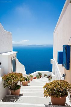 20 Breathtaking Places To See Before You Die – The Barefoot Explorer - Santorini, Greece – The world's most breathtaking destinations – your next holiday is sorted - Vacation Places, Dream Vacations, Romantic Vacations, Italy Vacation, Romantic Travel, Worlds Of Fun, Around The Worlds, Santorini Greece, Santorini Travel