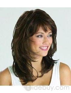 pelo marrón medio con flequillo: