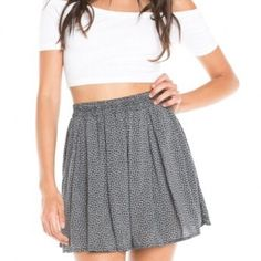 Floral Skirt NEVER WORN || NEW WITHOUT TAGS. Brandy Melville Inspired. Button down floral skater skirt. Loose and comfortable fitting. Can fit S/M Brandy Melville Skirts