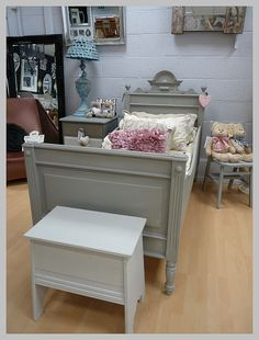 fancy a snooze how about this lovely hand painted single bed