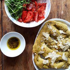 Démoule ton cake: Fougasse pesto & huile d'olive à l'ail.