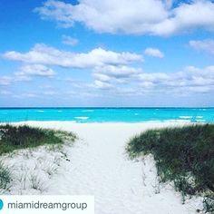 #Repost @miamidreamgroup with @repostapp.  Qué mejor manera de pasar un sábado que disfrutando en la playa? Así es la vida en Miami.. Feliz Sábado! -- What better way to spend your Saturday than enjoying a day at the beach? This is what Miami is all about.. Happy Saturday Everyone! -- #MiamiBeach #BeachDay #MiamiDream #MiamiLiving #BeachDay #GoodVibes #MiamiLifestyle #Saturdaze #BeachLiving #SaltLife #avantiway #FedericoLaluz