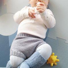«Tenk at disse gode lårene er min sine #babystrikk#babyknits#instaknit#knitting#knitstagram»