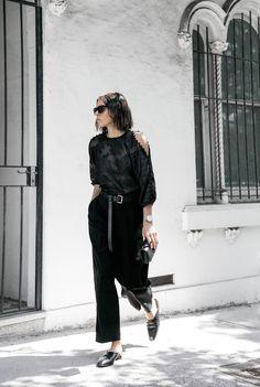 all black outfit inspo minimal fashion blogger modern legacy loafer mules karen millen shoulder blouse (5 of 9) @sommerswim