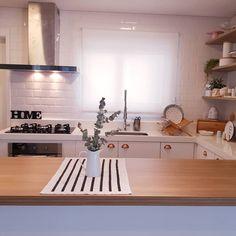 Mediterranean Home Interior Kitchen Interior, Kitchen Design, Kitchen Decor, Small Kitchen Set, Studio Apartment Design, Minimalist Home Decor, Beautiful Kitchens, Home Living Room, Cheap Home Decor