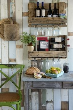DIY - for the garden house made from an old pallet. Beach House Kitchens, Home Kitchens, Upcycled Furniture, Pallet Furniture, Style Deco, Wine Decor, Room Planning, House Made, Wood Pallets