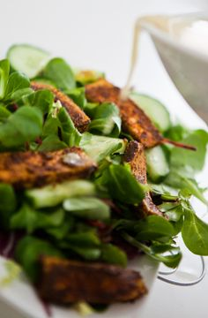 Würztofu auf Salat