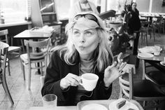In the Chelsea Hotel's exhibition space, Debbie Harry has helped curate a Blondie video, picture, and memorabilia show. Blondie Debbie Harry, Debbie Harry Style, Up Girl, Girl Boss, Chelsea Hotel, Babydoll, New York Pictures, Estilo Rock, Black And White