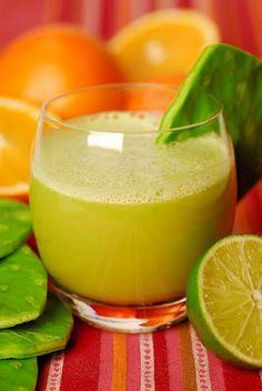 La receta del famoso jugo verde Licua  1/2 nopal 1/2 rebanada de piña una ramita de apio jugo de naranja una cucharada de miel y un poco de agua