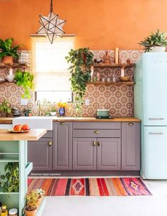One step back into this adorable kitchen!