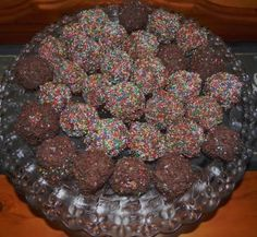 These delicious Chocolate Raspberry truffle rainbow balls are absolutely dreamy! Be careful though. Its hard to stop at one! Home Recipes, Gourmet Recipes, Sweet Recipes, Cooking Recipes, Healthy Foods To Make, Food To Make, Yummy Treats, Sweet Treats, Yummy Food