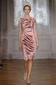 Nina Ricci Spring 2012...but what's on her head??