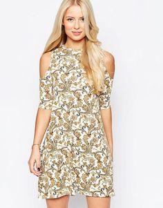 Платье с принтом пейсли и открытыми плечами Club L - Кремовый