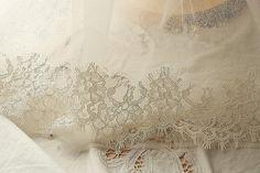 ivory alencon lace trim with eyelash  1yard