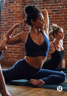 Commit to your practice. From Savasana to Sirsasana, our breathable yoga pants and bottoms have you covered.