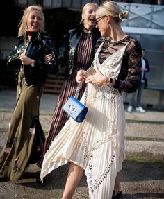 Milan fashion week street style photos - LOVE ALL OF THESE! ღ Awesome fashion clothes for stylish women from Zefinka. Milan Fashion Week Street Style, Looks Street Style, Milano Fashion Week, Street Style Summer, Fashion Moda, Fashion News, Fashion Trends, How To Have Style, Look 2017