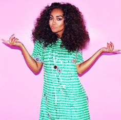 I love Leigh's eyebrows in this picture, i now thats a little weird but I do