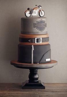 Grooms cake Harley Davidson cake by De la Creme Studio Gorgeous Cakes, Pretty Cakes, Amazing Cakes, Unique Cakes, Creative Cakes, Torta Harley Davidson, Fondant Cakes, Cupcake Cakes, Shoe Cakes