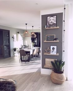I love the picture rails Living Room Decoration - Modern Farmhouse Kitchens, Living Room Inspiration, Home Accents, Home And Living, Living Room Decor, Sweet Home, House Design, Interior Design, House Styles