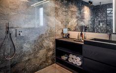 Ruime inloopdouche, badkamer Art Of Living, Double Vanity, Bathtub, Bathroom, Lush, Standing Bath, Washroom, Bath Tub, Bathtubs