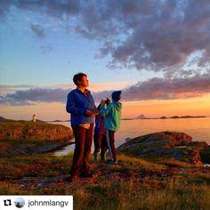 Nydelig! #reiseblogger #reiseliv #reisetips  #Repost @johnmlangv with @repostapp  Den vakreste sommerkvelden fra Helgelandskysten  #sunset #sunsets #solnedgang #sommerkveld#nordnorge #polarcirkeløya#Vikingen#lost_world_treasures #nordland #Helgelandskysten #rødøy