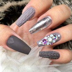 Beautiful nails by @aymehnails