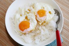 Thai Food : Easy Fried Eggs over Rice Recipe