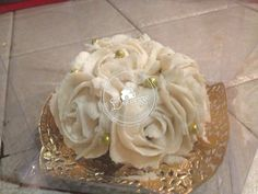 Cupcake Roseton blanco https://www.facebook.com/370578873540/photos/a.10153090890138541.1073741837.370578873540/10153091006588541/?type=3&theater