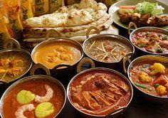 タンドゥールの味を存分に堪能できる豪華ギフトセットC♪ バラエティに富んだカレー7種とスパイシーなチキンティッカ、ナンが3種の組み合わせ。ホームパーティーにシェフが作った本格的なインドカレーはいかがでしょうか!