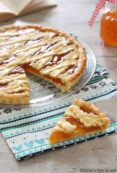 Crostata alla marmellata classica, ricetta Dulcisss in forno by Leyla Sweet Recipes, Real Food Recipes, Cookie Recipes, Dessert Recipes, Italian Pastries, Italian Desserts, Peaches And Cream Cake Recipe, Tastemade Recipes, Biscotti Recipe