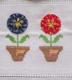 Cross stitch and yo-yo's Hand Embroidery Patterns, Embroidery Stitches, Fabric Decor, Fabric Art, Cross Stitch Designs, Cross Stitch Patterns, Yo Yo Quilt, Christmas Sewing, Recycled Fabric