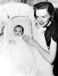 Judy Garland (June 10, 1922 - June 22, 1969 ) with baby Liza Minnelli, 1946. age 24 #actor