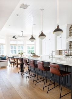 How do you update a Traditonal Kitchen into a Modern Kitchen.without a full remodel? I'm sharing 5 Tips and a real client Modern Kitchen Makeover! Home Decor Kitchen, New Kitchen, Home Kitchens, Kitchen Ideas, Vintage Kitchen, Modern Kitchens, Kitchen Dining, Round Kitchen, Kitchen Benches